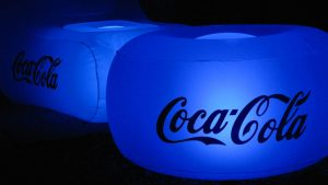 opblaasbare meubels - inflatable coca cola pouf furniture - custom made branded - Publi air