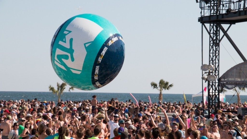 Opblaasbare blowups - Publi air- MTV Music Fest- crowdballs inflatable- Concert-Festival