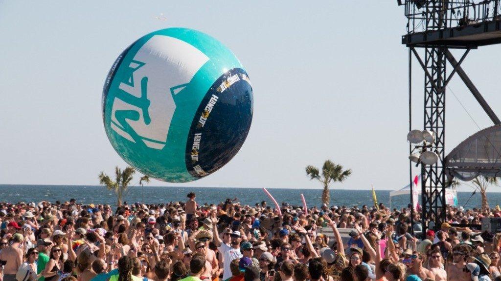 Opblaasbare blowups - Publi air- MTV Music Fest- crowdballs inflatable- Concert-Festival