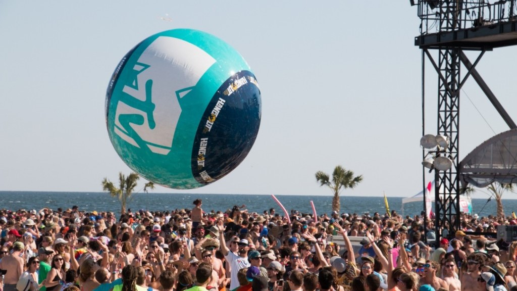 Opblaasbare festival ballen - Publi air MTV Music Fest crowdballs inflatable event balls