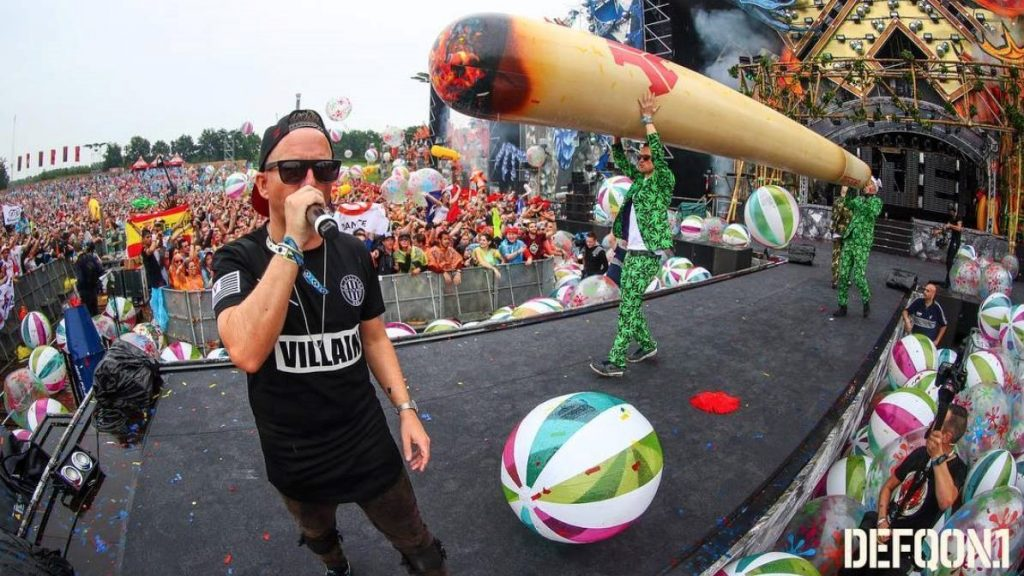 Opblaasbare bal - Publi air- Q-dance crowd balls inflatables- Festical - Defqon