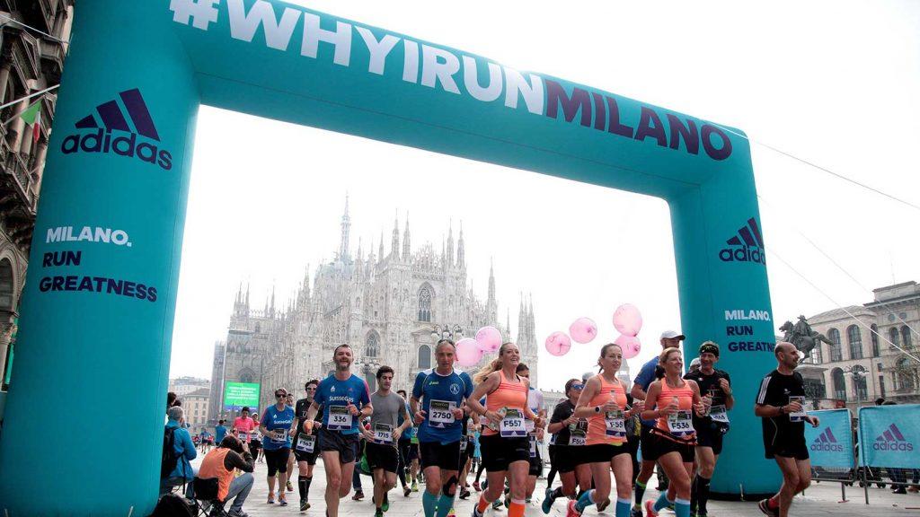 Opblaasbare boog - Publi air inflatable finshboog arch Milano marathon - running - blowups