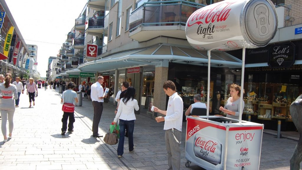 POS matriaal - Publi air opblaasbaar Cocacola blikje voor merkactivatie Inflatable cocacola can for brand activation