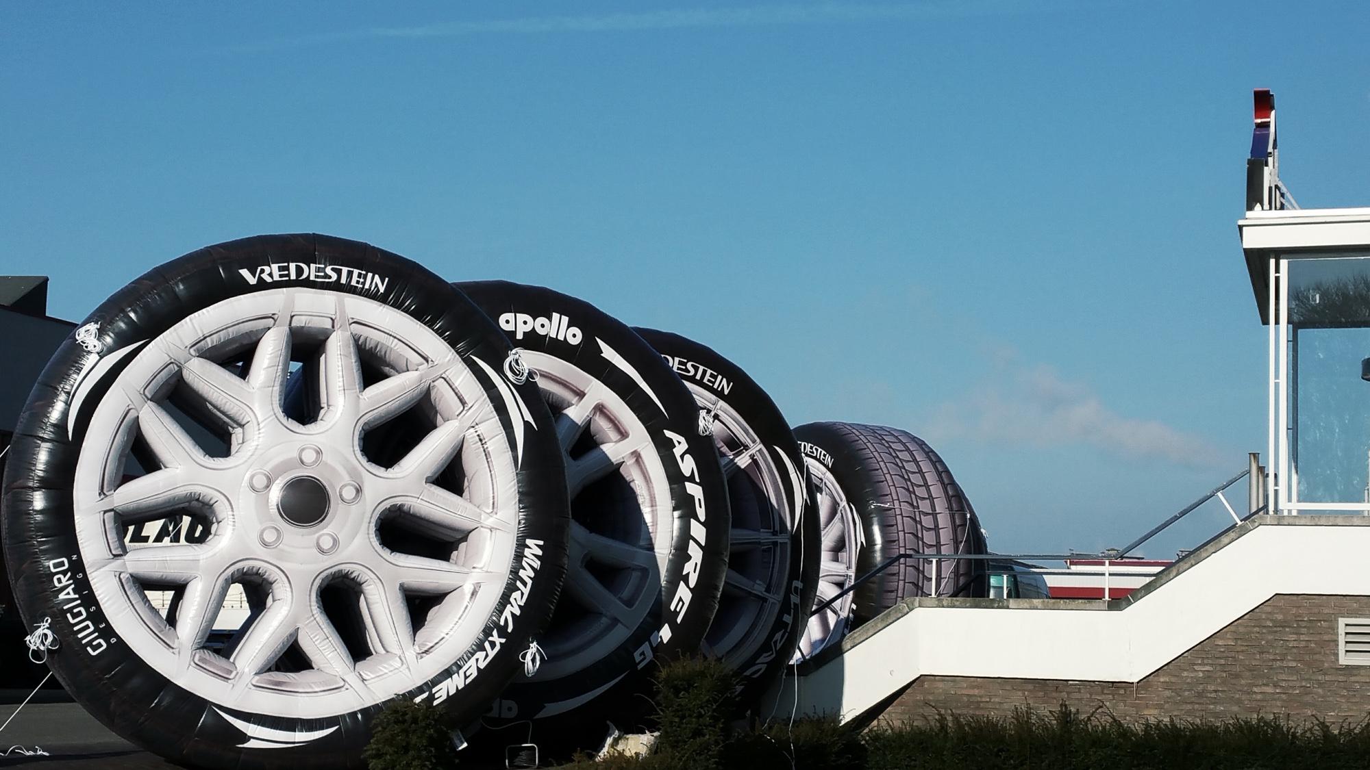 Opblaasbare autobanden reuze grote blowups product replicas - apollo-vredestein - Publi air