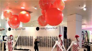 Opblaasbare bollen of ballen - Publi air - Bijenkorf - POS - retail - sale - inflatable - opvallen - instore
