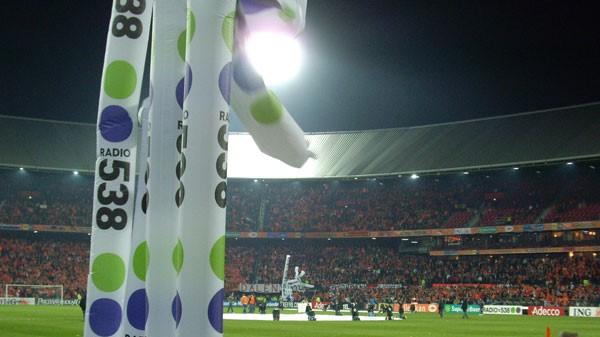 opblaasbare-skytube-radio538-inflatable - stadion -voetbal -soccer- Publi air