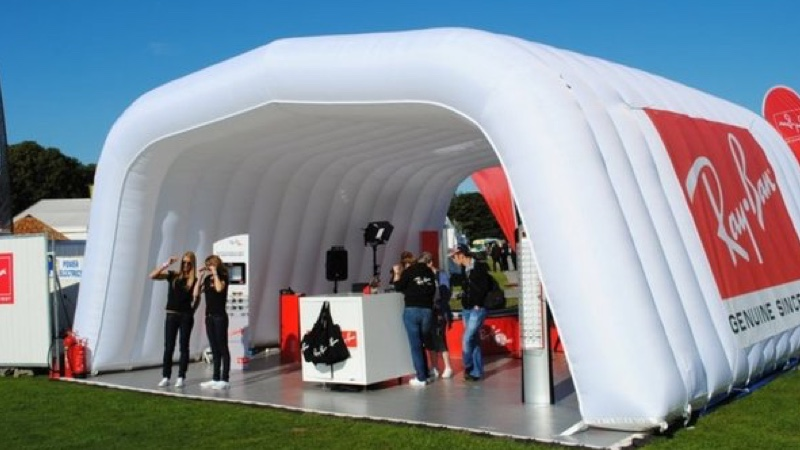 Opblaasbare stand inflatable stand - Rayban - Publiair