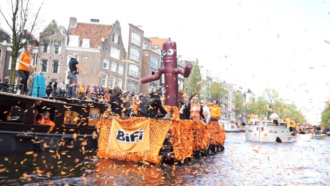 Skytubes - Publi air - Kingsday - Amsterdam - Canals - Orange - Bifi