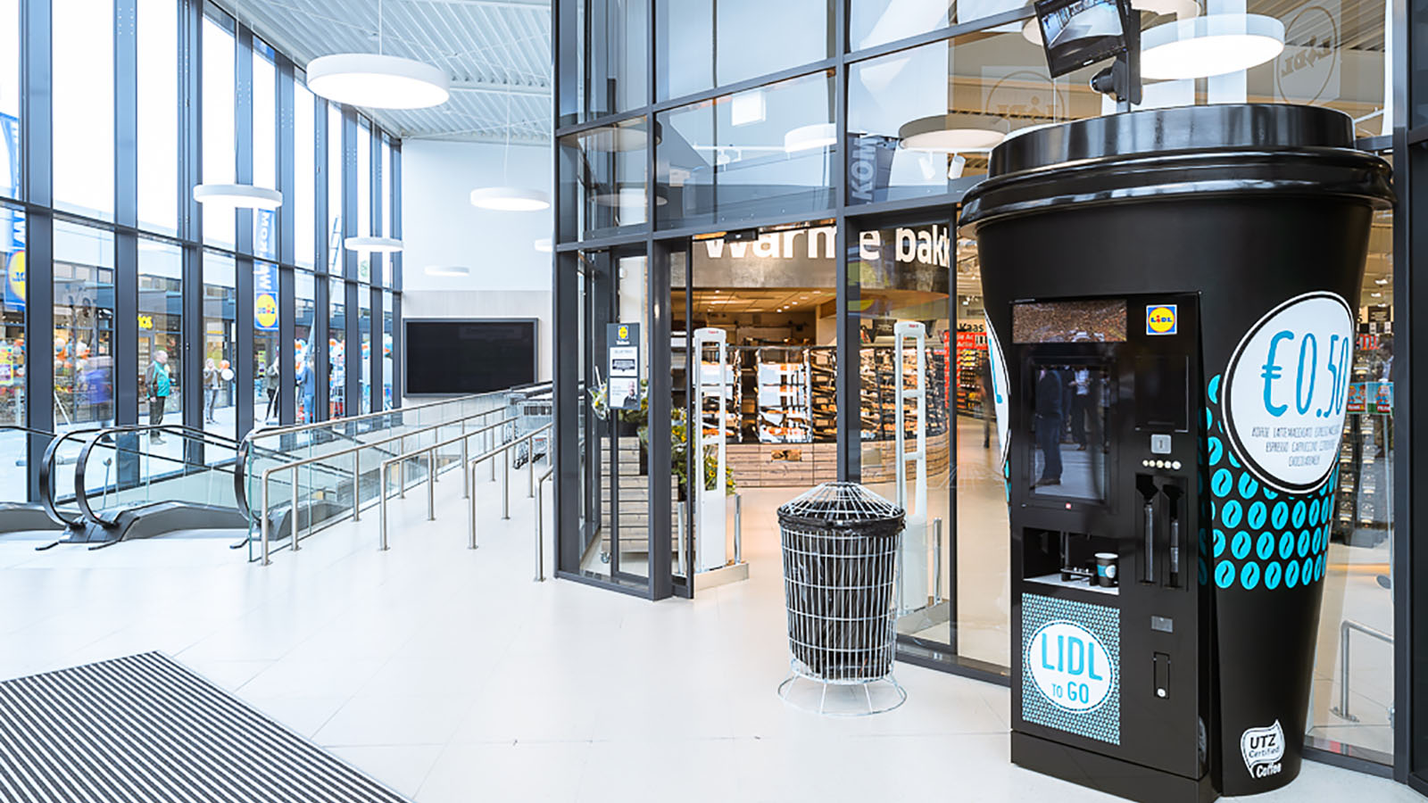 Lidl koffie beker coffee cup inflatable display