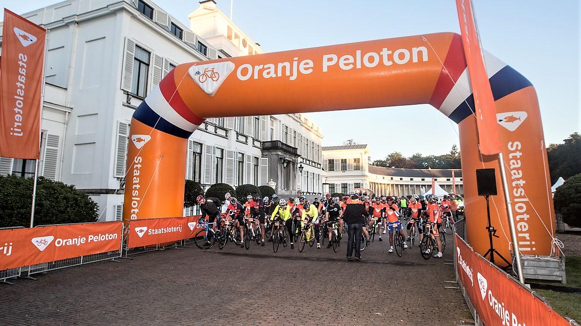 Opblaasbare sportboog - Publiair voor Staatsloterij start boog wielrennen inflatable arch