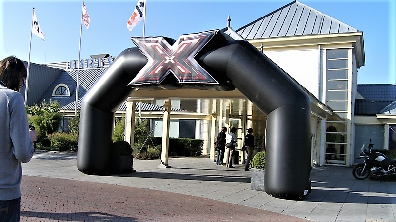 Opblaasbare toegangsboog - Publiair voor X-factor Talpa start finish boog inflatable entrance arch
