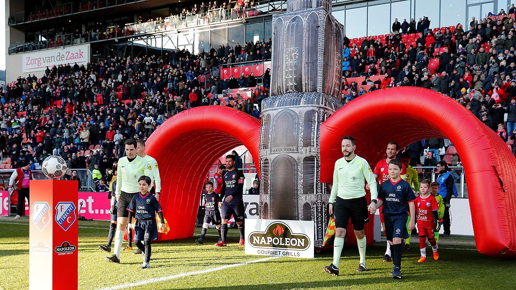 Opblaasbare tunnel - Spelerstunnel Publiair voor FC Utrecht Dom toren tunnel boog bogen inflatable arches
