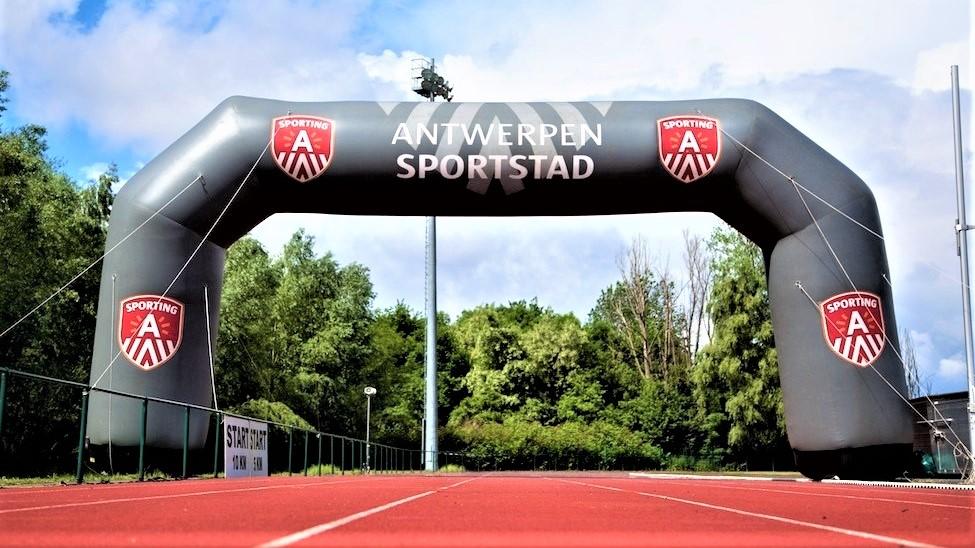 Opblaasbare wedstrijd boog - Publiair voor Antwerpen Stad start finish boog hardlopen wielrennen inflatable sports arch