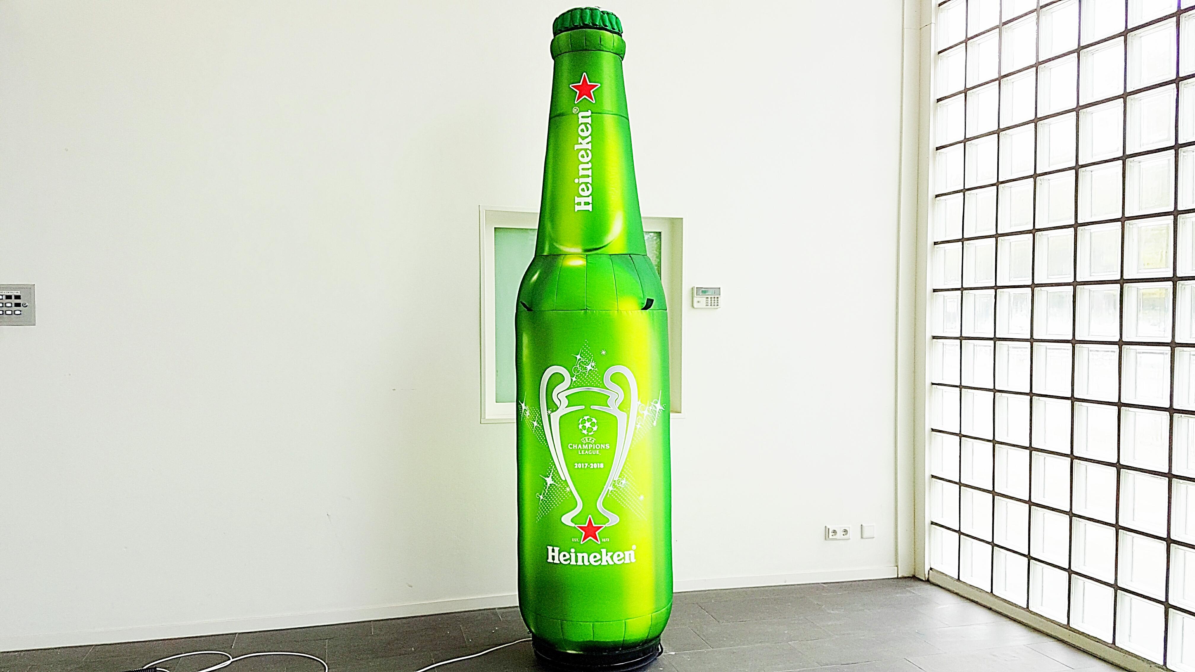 Opblaasbare Heineken fles publi air