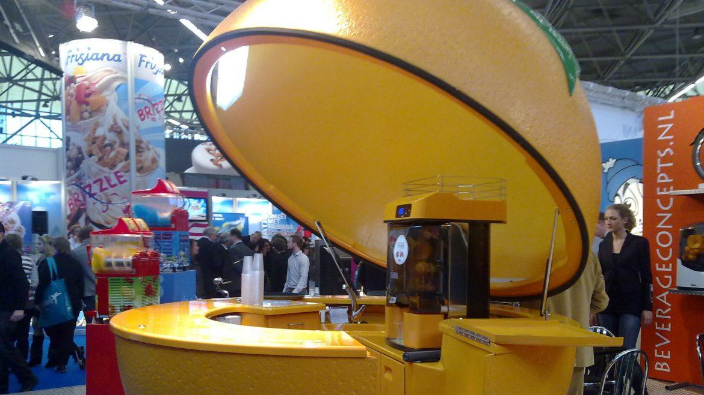 publi air- sinasappel- solid - tap - juice - orange- activation - beurzen- truck