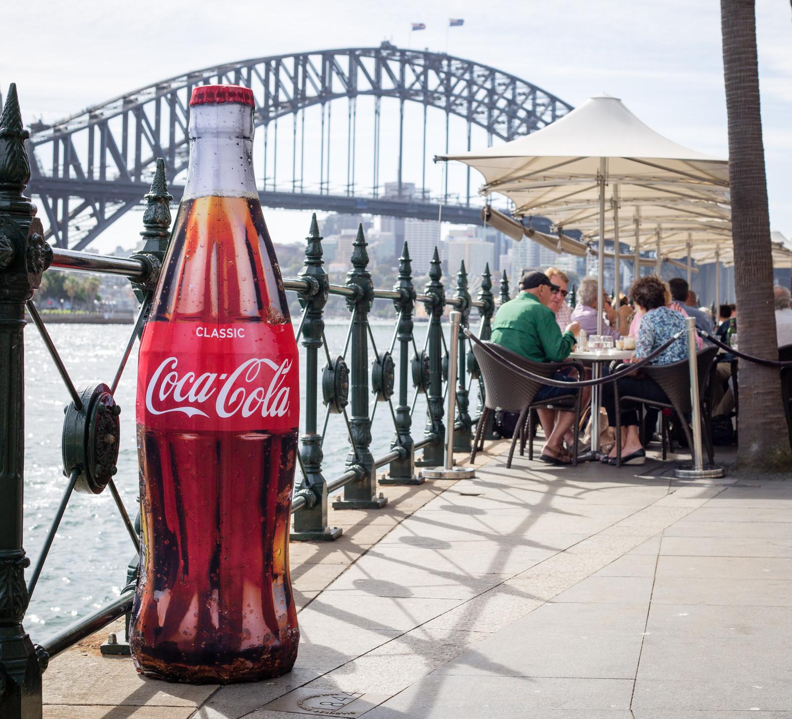 stackawrap coke - display - publi air - drink - coca cola-