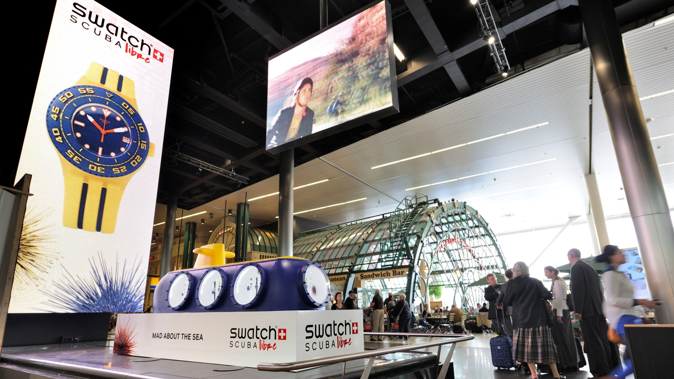 swatch - horloge - beurs - publi air - inflatable - duikboot - stand - aankleding