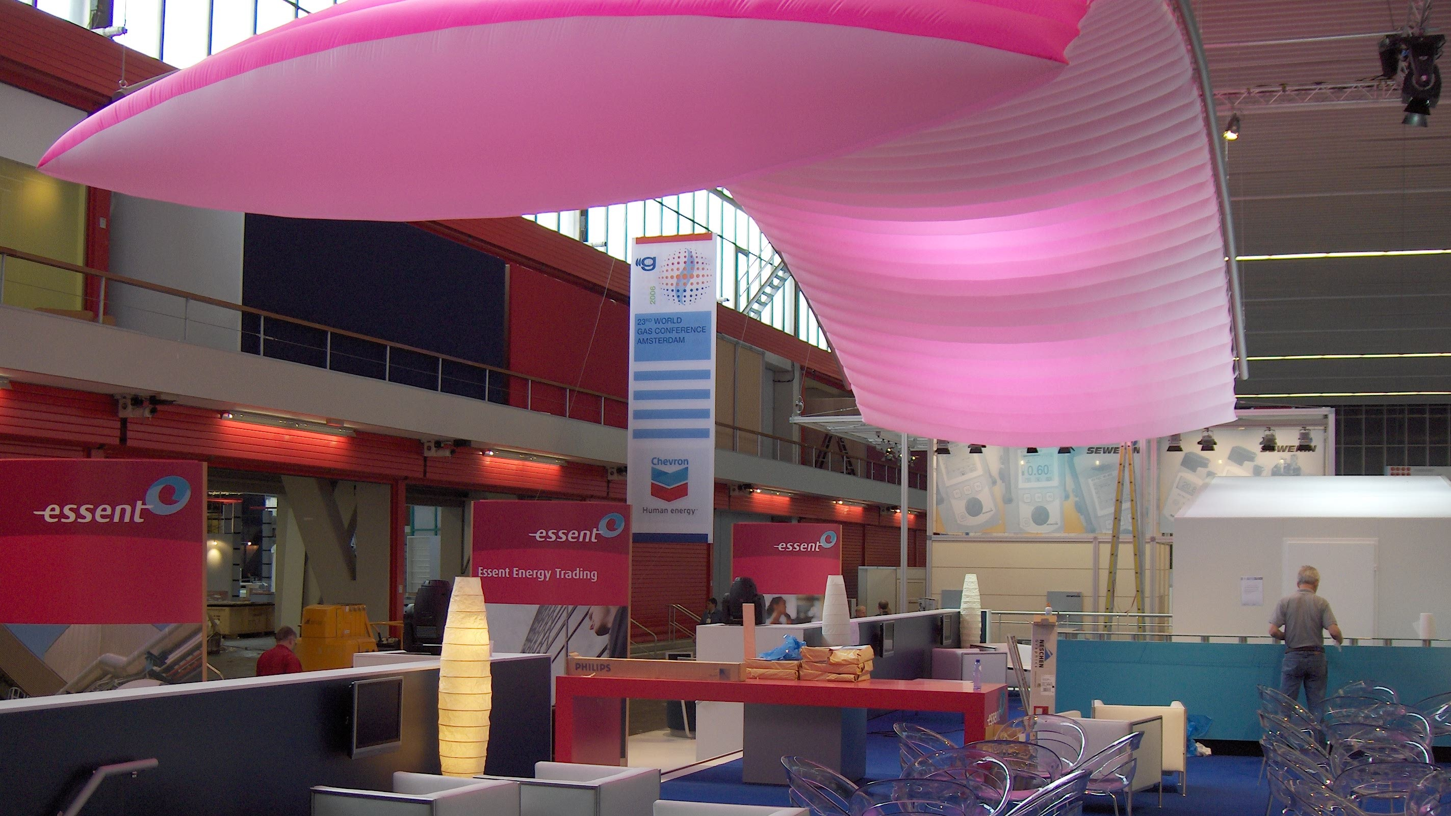 essent - beurs - publi air - inflatable - roze - stand - aankleding