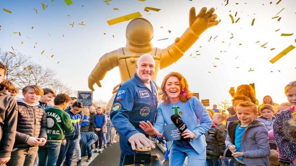 Opblaasbare gouden astronaut