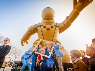 opblaasbare gouden astronaut publi air giant inflatable