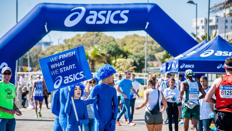 Asics opblaasbare boog voor merkactivatie sportmarketing – Publiair