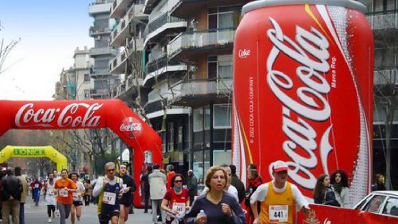 Coca Cola opblaasbare boog en blik sportmarketing campagne – Publiair
