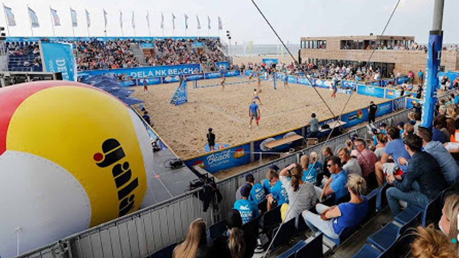 Gala opblaasbare volleybal sportmarketing beach volleyball tournooi – Publiair