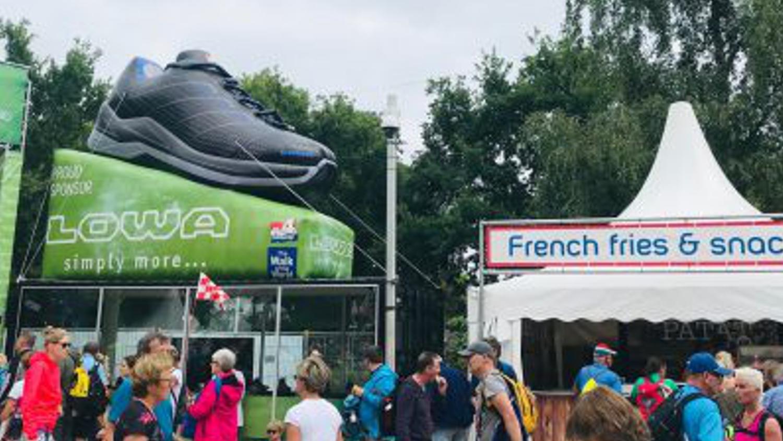 Lowa opblaasbare giant schoen sportmarketing – Publiair
