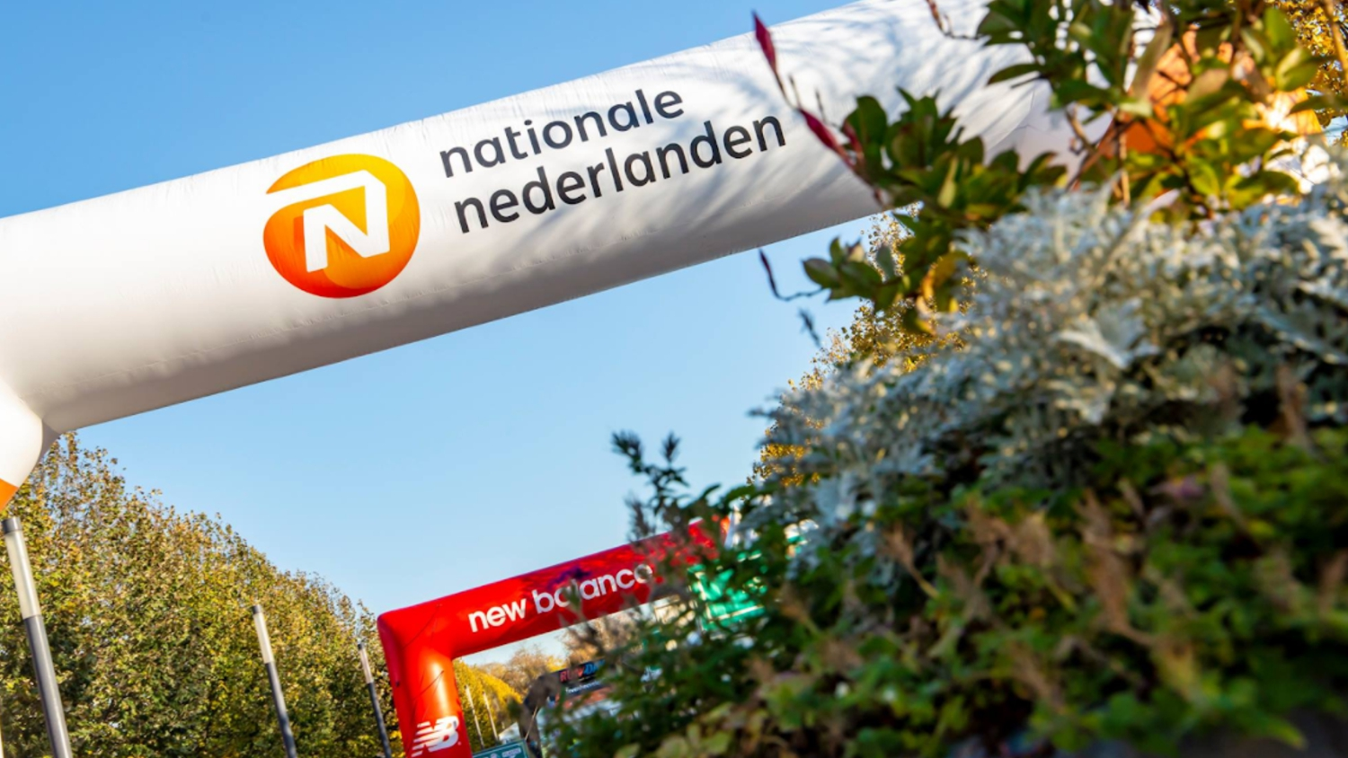 NN en New Balance opblaasbare finishboog sportmarketing - Publiair