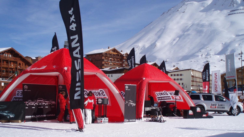 Nissan opblaasbare tenten sportmarketing – Publiair