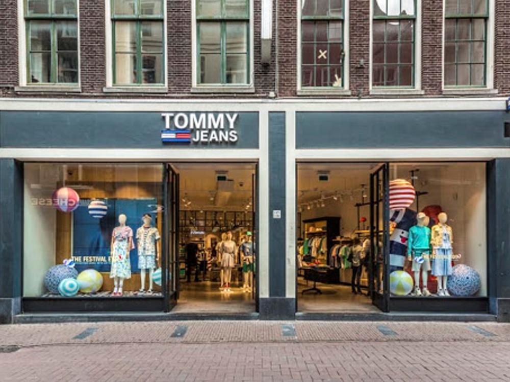 Tommy-Hilfiger-etalage-aankleding-window-dressing-retail