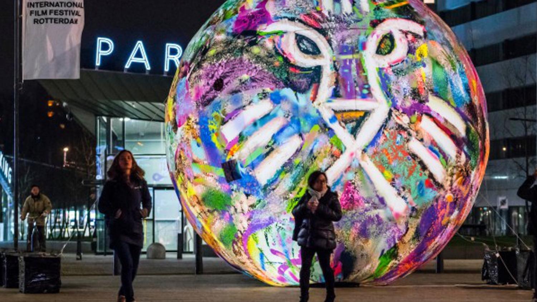 Opblaasbare bol - kunst en cultuur - IFFR