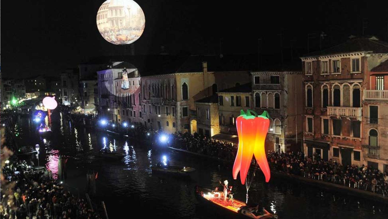 Opblaasbare chili pepers - kunst en cultuur - Amsterdam Light Festival