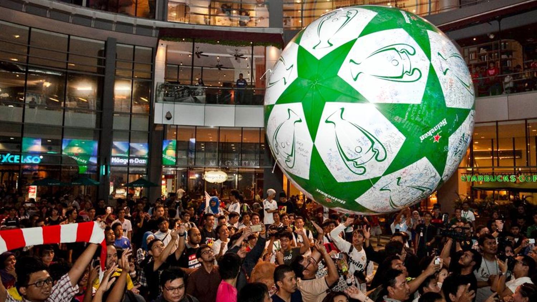 opblaasbare festival items en publieks ballen en inflatables - crowd balls Heinken