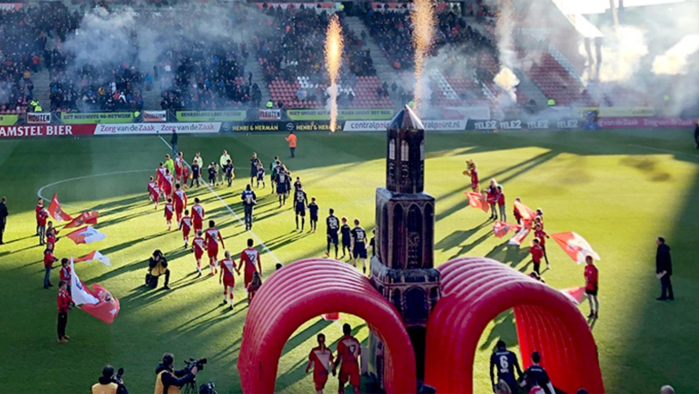 opblaasbare tunnel Dom toren - FC Utrecht voetbal